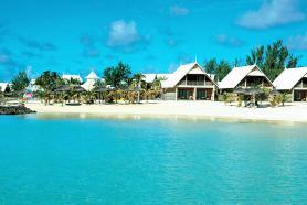 Pohled na pláž u hotelu Preskil Beach Resort, Pointe Jerome