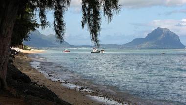 Mauritius s pláží u letoviska Flic en Flac