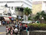 Mauritius a rušná ulice města Port Louis
